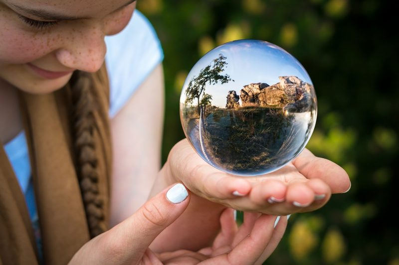 glass-ball-1754432_1280