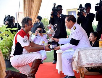 kings-cup-elephant-polo-2017-day-4-mekhong-team-receives-the-kings-cup-trophy_preview